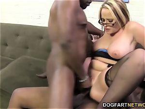 busty cougaree Siren enjoys double penetration