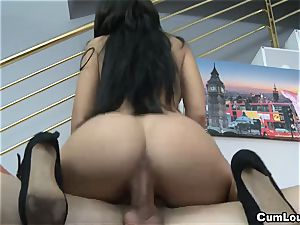 super-steamy latina sucks a meatpipe and takes a facial
