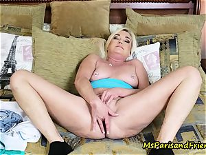 Soccer mummy Confesses Her fisting fantasy