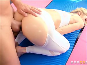penetrating the a-hole of yoga cougar Sarah Vandella