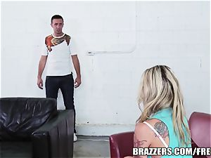 Brazzers - Bailey Blue - squeal If You Like man sausage