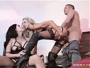 threeway playtime with Courtney Taylor