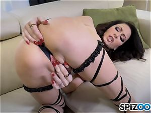 insatiable Jessica Jaymes slides a faux-cock in her wet minge