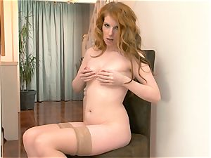 Nicole Hart plays with her steamy red-haired poon