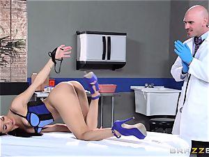 splendid little Veronica Rodriguez ravages the doctor