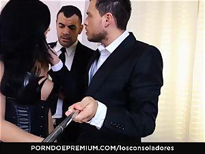 LOS CONSOLADORES - Julia De Lucia likes super-naughty four way