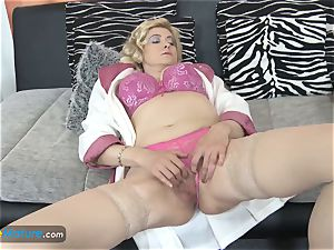 EuropeMaturE huge-chested ash-blonde Mature Solo onanism