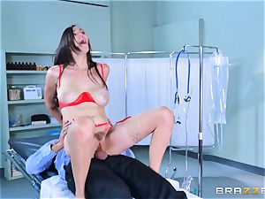 Holly Michaels getting hot and sweaty with Kerian Lee