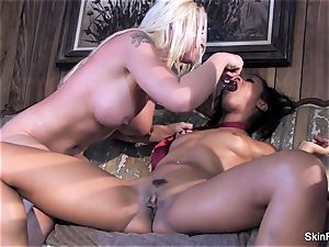 Leya flashes skin how to please a woman