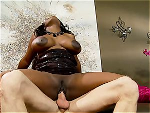 gigantic Jada Fire romps like a frantic vag