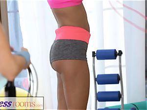 FitnessRooms wild teen ladies in lycra hot 3some