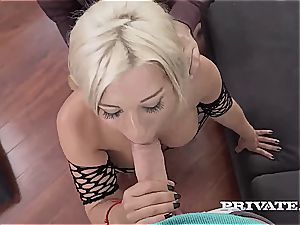 Nikyta anal plumbing while her spouse observes