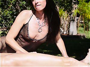 milf India Summer creampied on the masturbating table