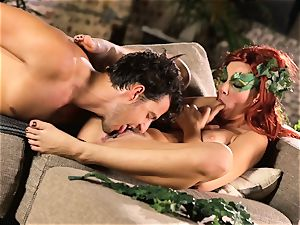 forest lady Aidra Fox puts partying on hold for her guy