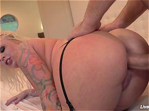 LiveGonzo Angel Vain Gets her bootie pulverized