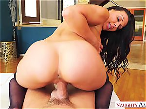 fervor and tantric zeal comes with Rachel Starr and her highly inappropriate demeanour