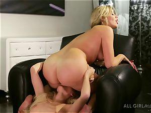 Mia Malkova enjoys ejaculation with Alex Greys finger and tongue