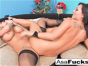 Asa Akira ravages Shyla Stylez