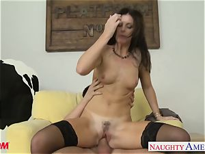 Stockinged mom India Summers gets pounded and facialized
