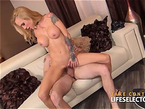 Sarah Jessie - pov undress escapade