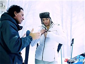 Playful skier Nikky fantasy takes her trainer's meatpipe in the snow