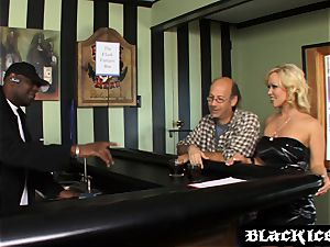 mischievous Austin Taylor seduces bbc dude into hotwife bang-out