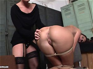 Kathia Nobili lets a steaming lady suck her wire on