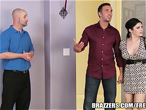 Brazzers - Sativa Rose - pulverizing Newlyweds!