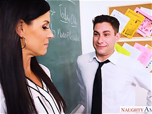 Fit milf India Summers sits her puss on hung students knob