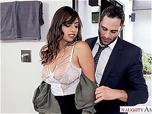 Latina office fuckslut takes a fountain on her thick cupcakes