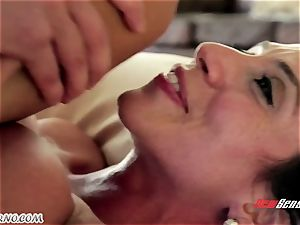 The assets massage from a mature woman latin Ariella Ferrera for young man