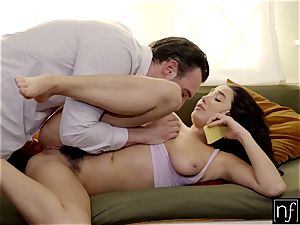 Karlee Grey surprised With warm bang-out While On Phone S5:E9