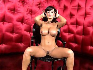 killer Lisa Ann unveils her meaty jiggly boobs